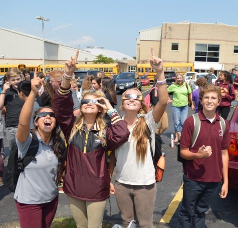 Solar eclipse dazzles, delights